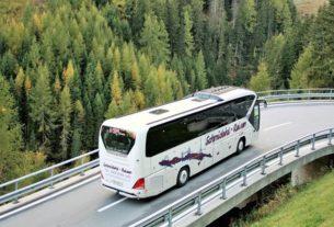 Transport na wesele - czy warto wynająć autokar dla gości?